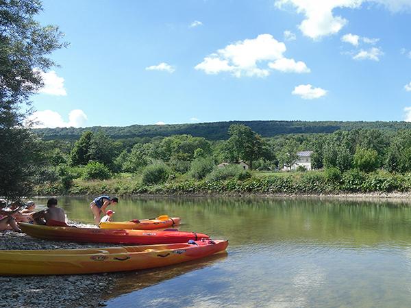 Canoe sur la rivière d'Ain - Jura